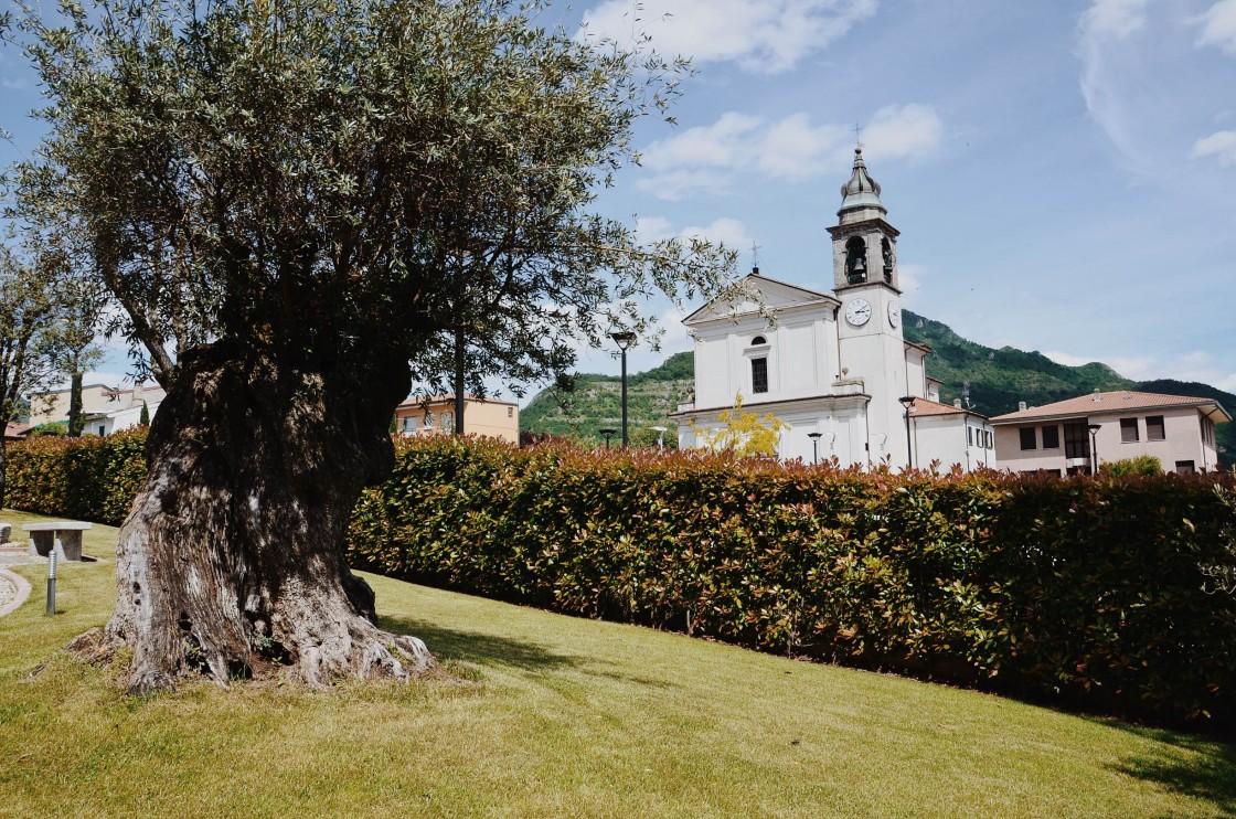 Civate. Piazza della Chiesa dei santi Vito, Modesto e Crescenzia